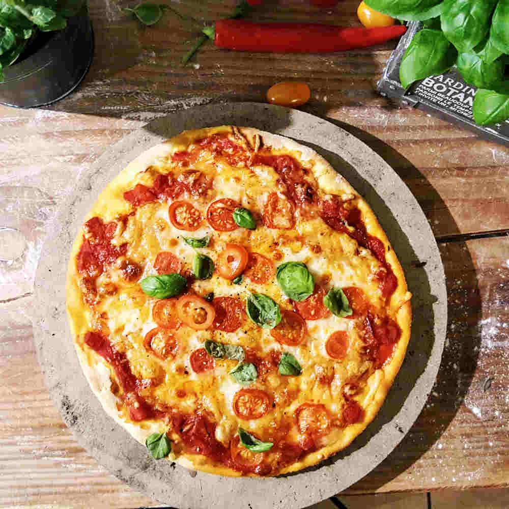 Pizzasteine aus Schamotte, Keramik & Cordierit