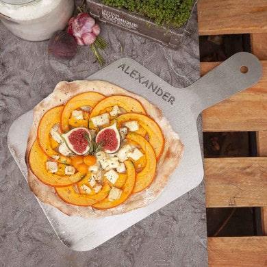 Pizzaschieber mit Wunschname aus Edelstahl