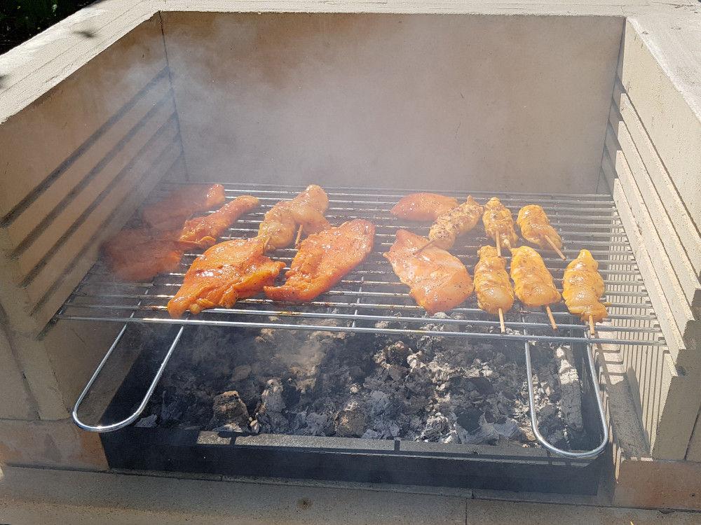 Hähnchenspieße mit dem DIY Grill grillen