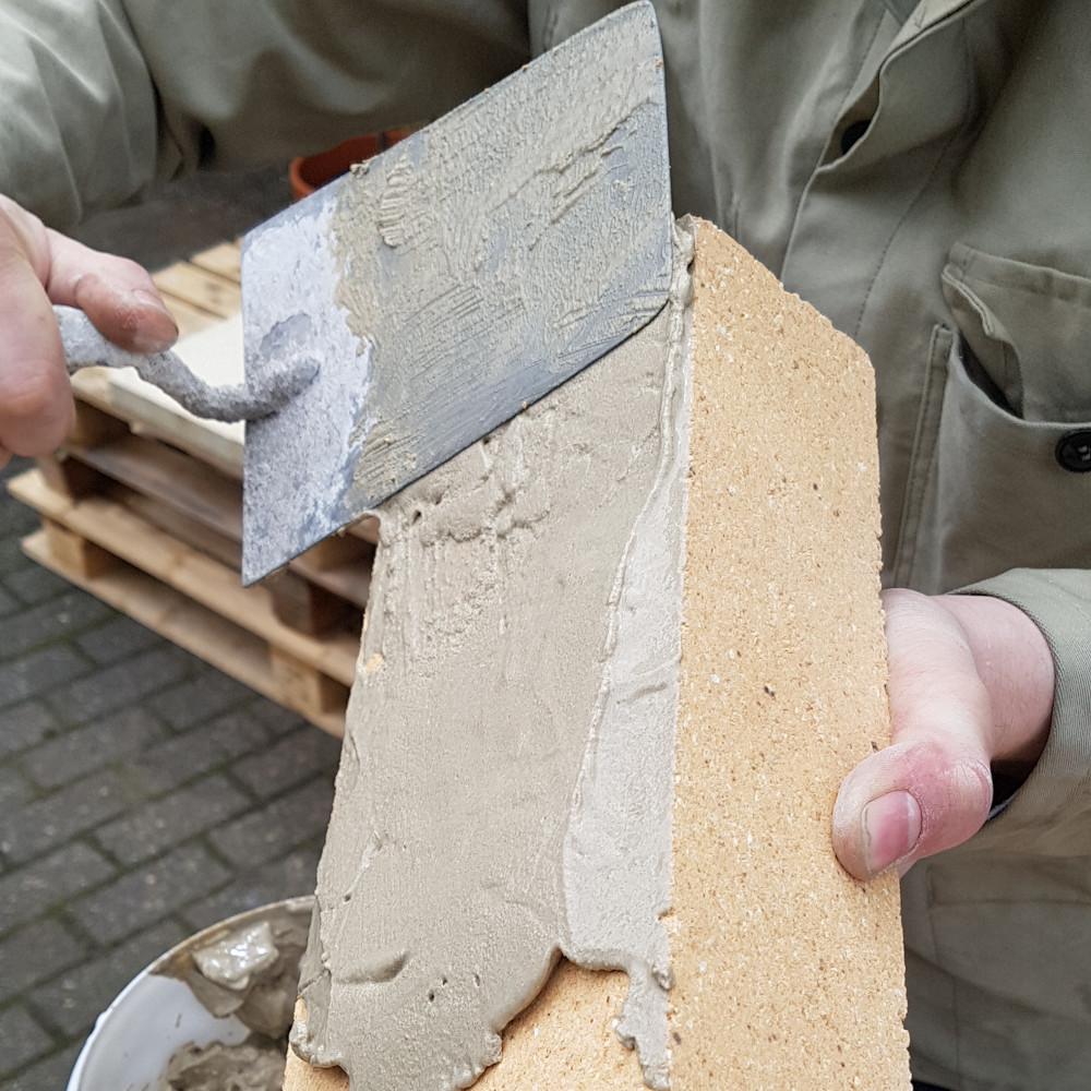 Grill bauen: ICF-Spezialmörtel verarbeiten