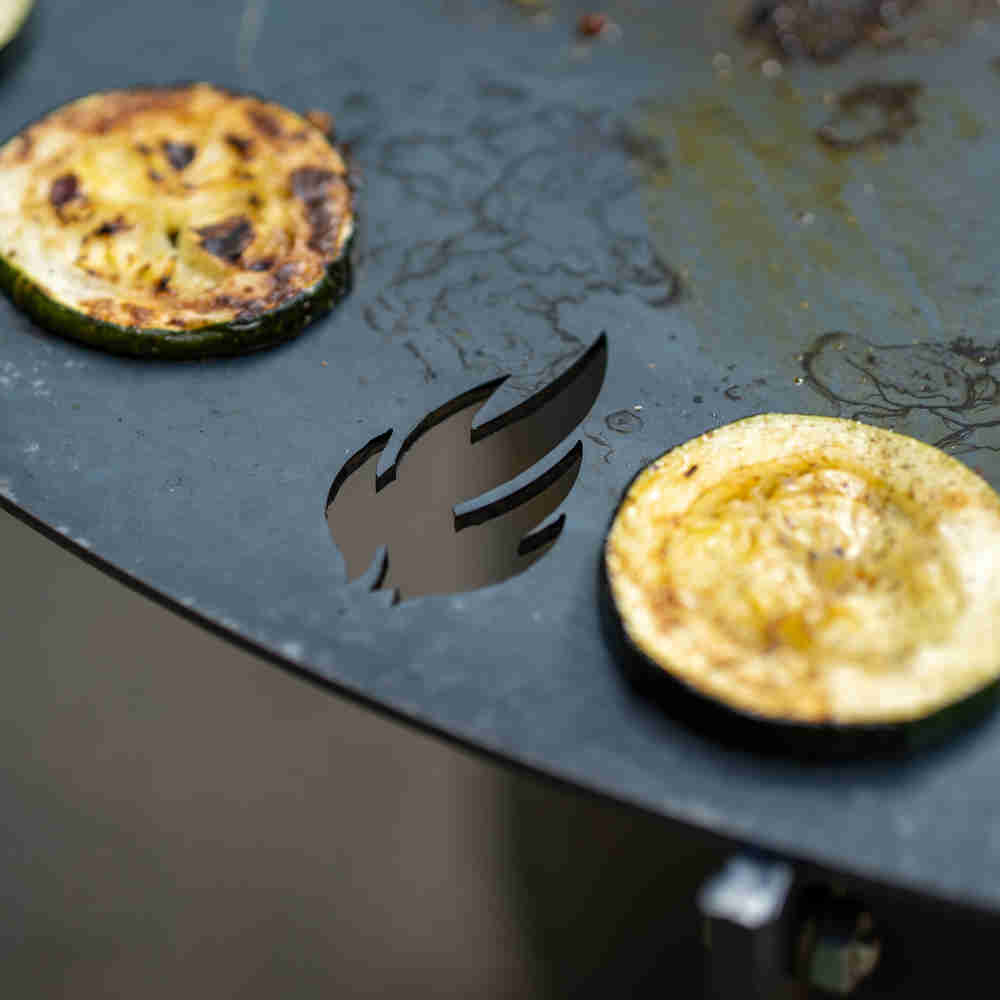 Grillen auf der Feuerplatte - Detail