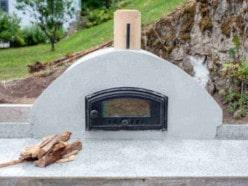 Kundenprojekte: Pizzaöfen Merano im heimischen Garten