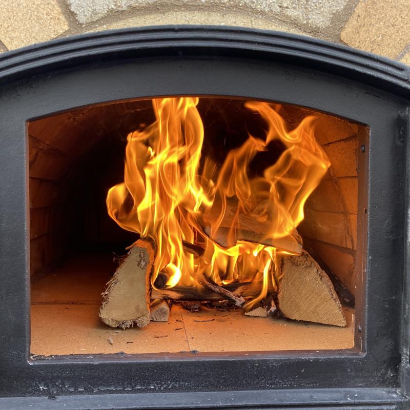 Pizzaofen anfeuern nach Bau