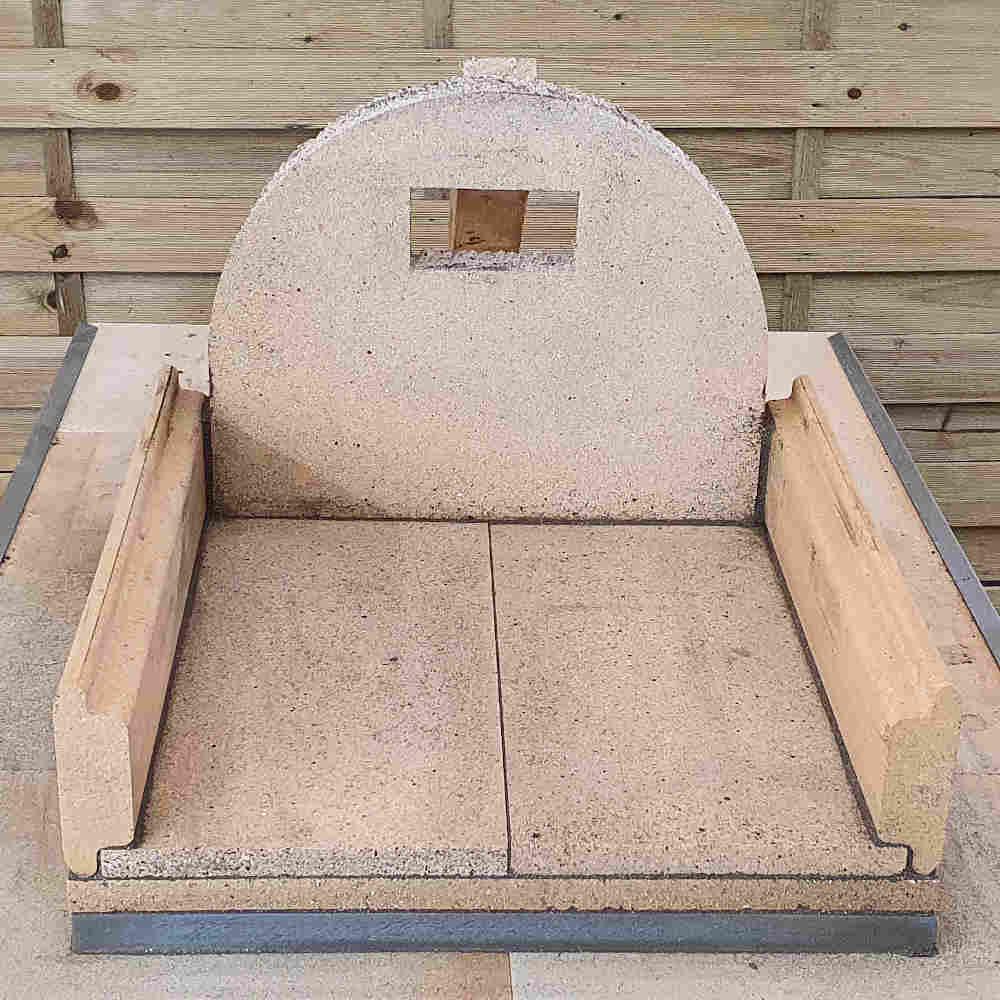Pizzaofen Bausatz Genua: Rückwandstein befestigen