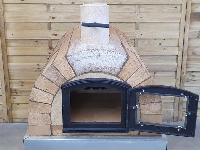 Gebauten Pizzaofen trocknen lassen