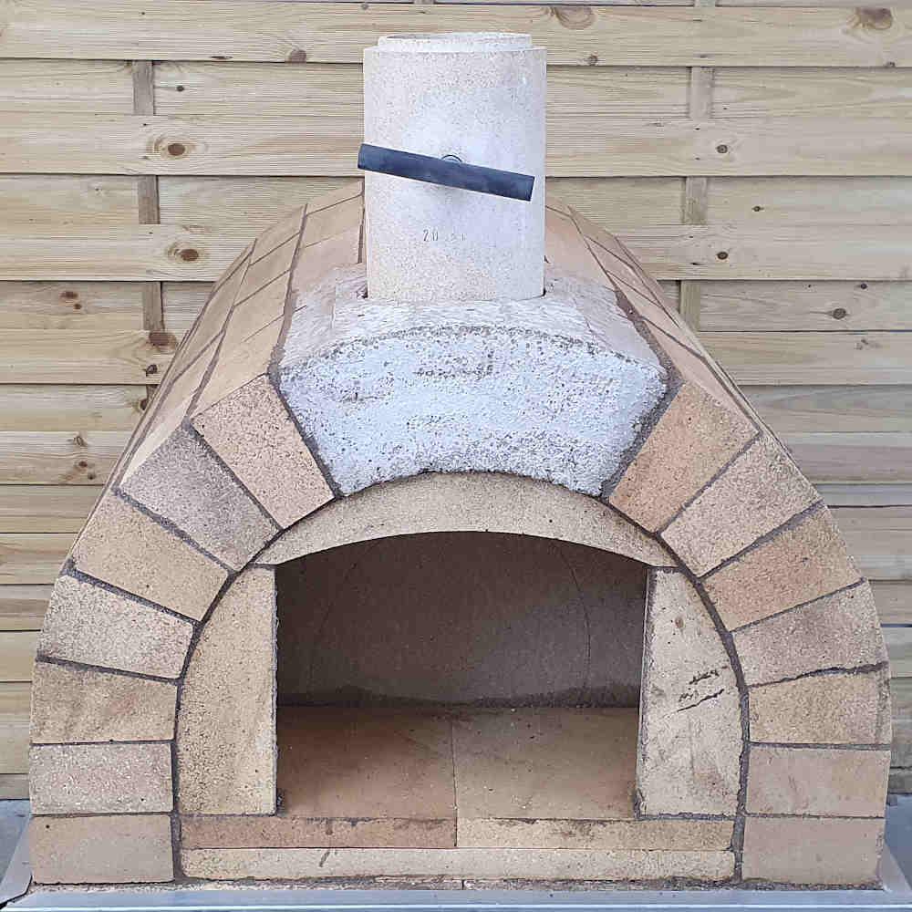Rundbogen bauen beim Pizzaofen Toskana
