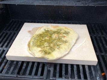 Testbericht: Eckiger Pizzastein für den Grill