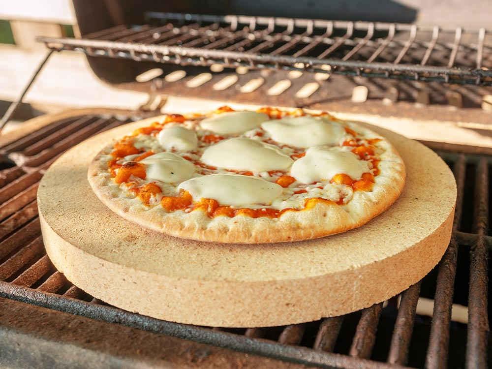 Testbericht: Pizzastein für den Grill | Simons Produkttest