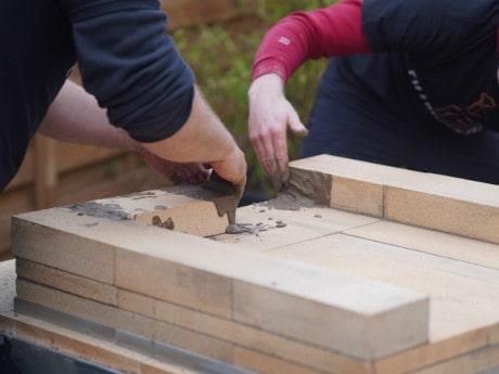 Pizzaofen Bauanleitung: Eckigen Pizzaofen Salerno bauen - Schamottsteine mauern