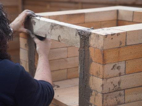 Pizzaofen Bauanleitung: Pizzaofen Salerno ohne Gewölbe bauen - Türsteine aufstellen