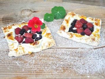 Rezept für Beerendessert auf dem Pizzastein backen