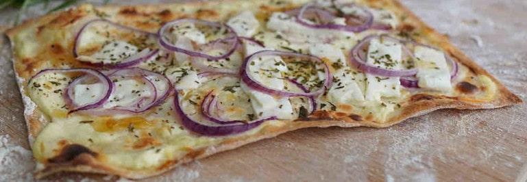 Rezepte für Pizzastein - Flammkuchen mit Ziegenkäse
