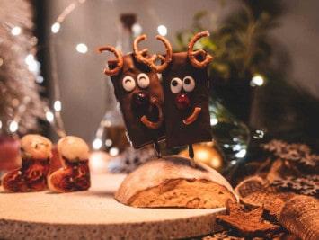 Weihnachtsrezept: Weckmann-Rentiere auf dem Brotbackstein backen