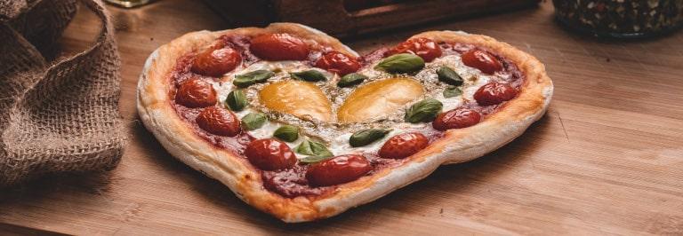 Rezept: Herzpizza aus dem Pizzaofen