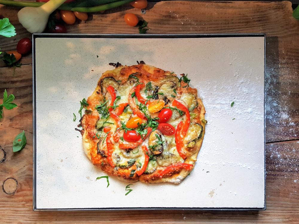 Rezepte für den Pizzastein - vegetarische Pizza