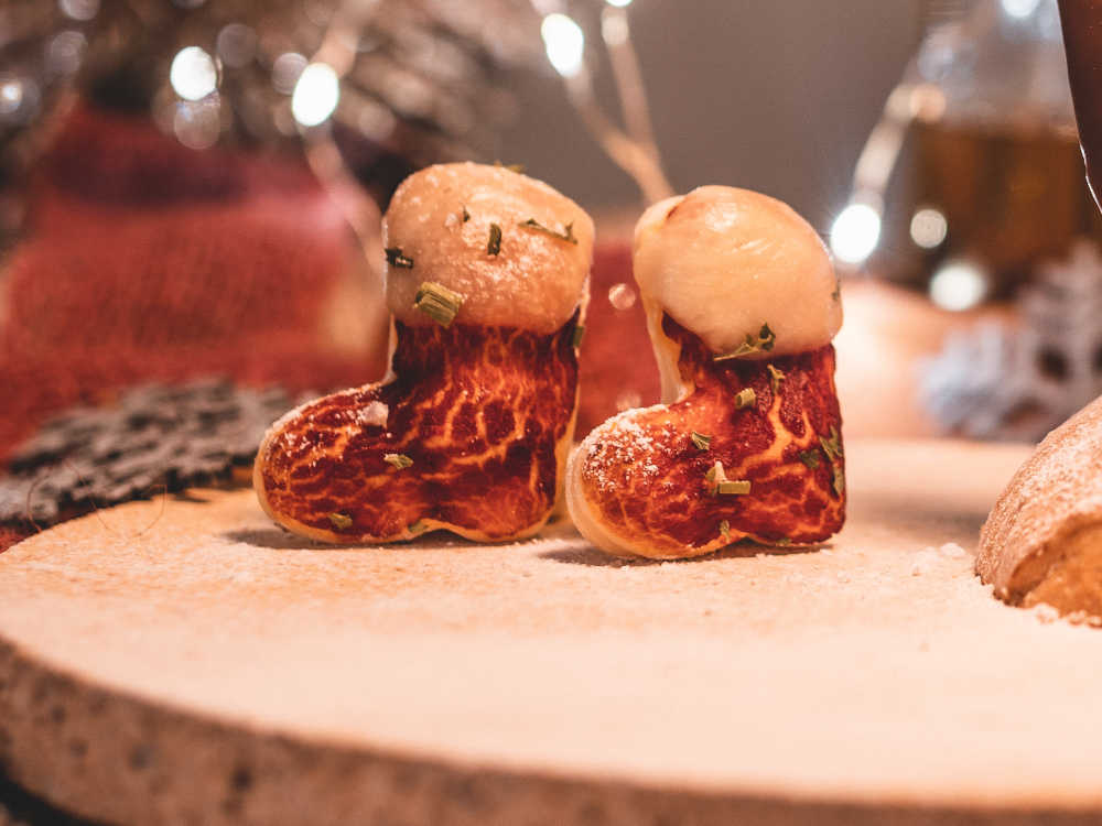 Weihnachtsrezept: Nikolaus-Stiefel auf dem Pizzabackstein backen