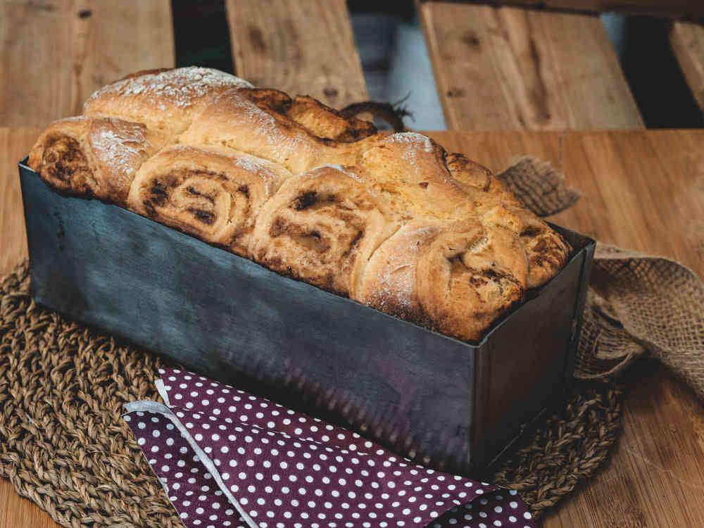 Apfel-Zimt-Brot im Pizzaofen backen