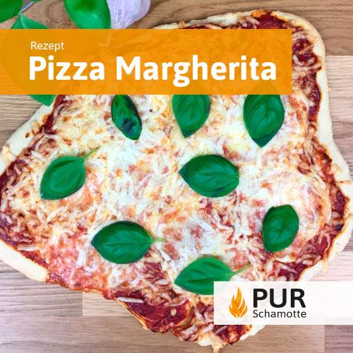 Pizza Margherita auf dem Pizzastein Schamotte