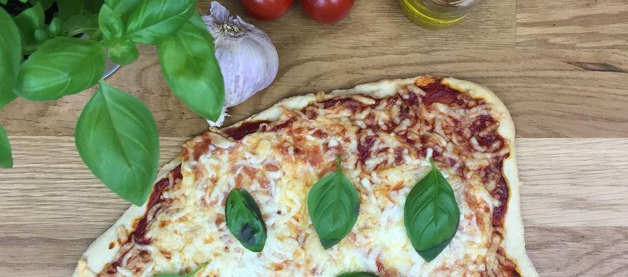 Backen mit Schamotte: Pizzastein - Flammkuchenstein - Brotbackstein